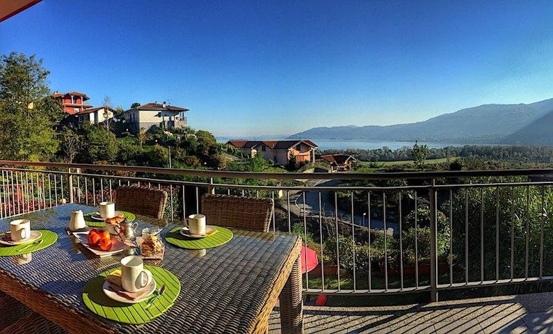 Carty on the hills over Verbania with lake view, casa vacanza a Ornavasso