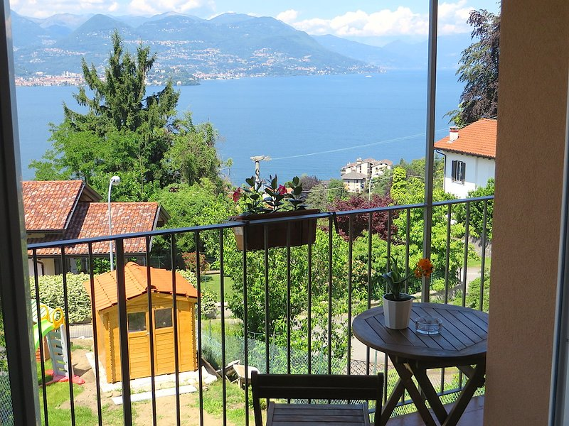 Kenya apartment on the first hill over Stresa with lakeview, holiday rental in Stresa