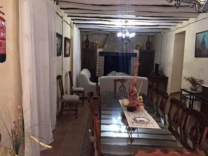 eetkamer met een spectaculaire open haard, tv, dvd, wifi door het hele huis ....