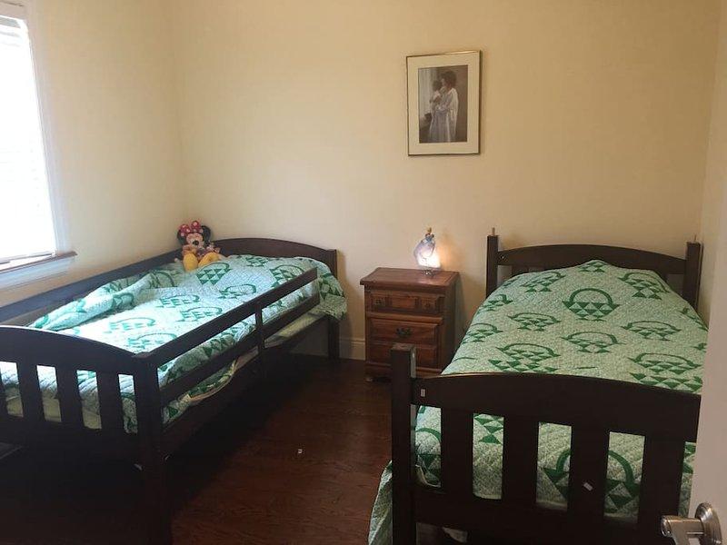 Al piano superiore camera da letto con due letti singoli