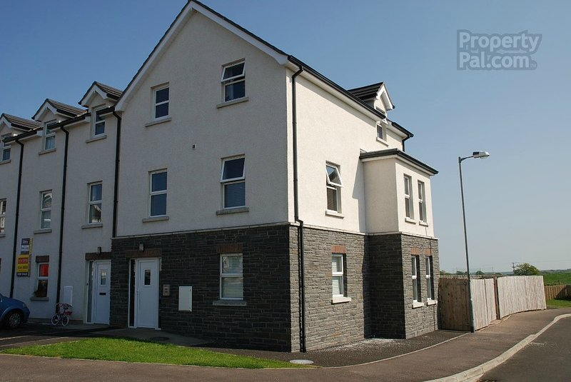 Comfortable bright modern house with enclosed garden, vacation rental in Portstewart
