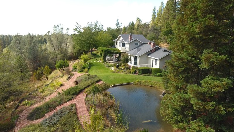 Twin Eagles Estate on 5 acres, 1 mile from town with great views.