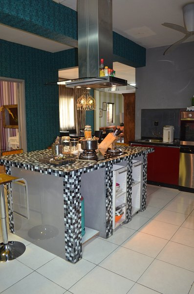 Amisha Home Comfortable Ious 3 Bedrooms Apartment