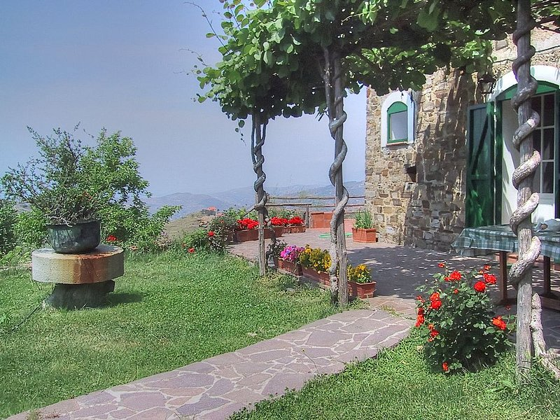 Camella Villa Sleeps 12 with Pool and Air Con - 5228282, holiday rental in Vatolla