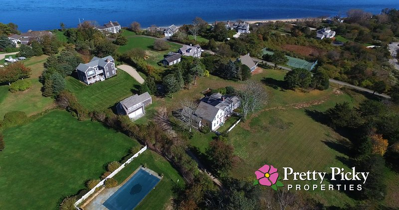 Aerial photo showing the house just a 3 minute walk to the beach
