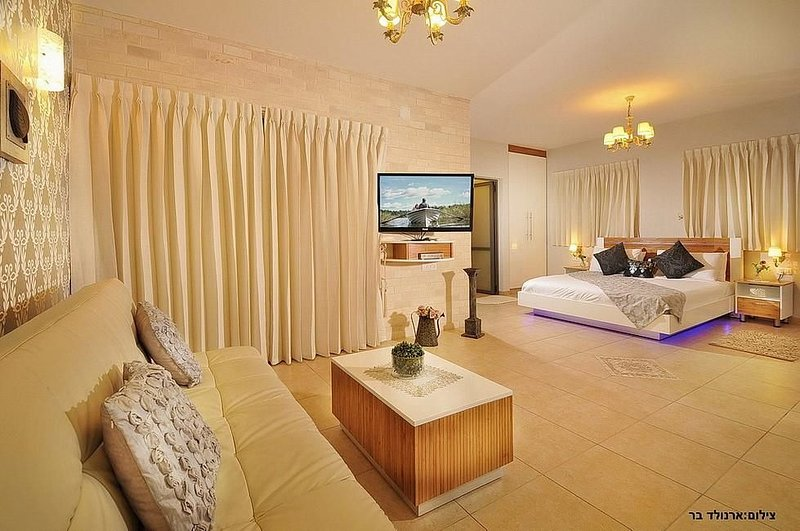 Paradais in the Heights Suite, holiday rental in Qatsrin