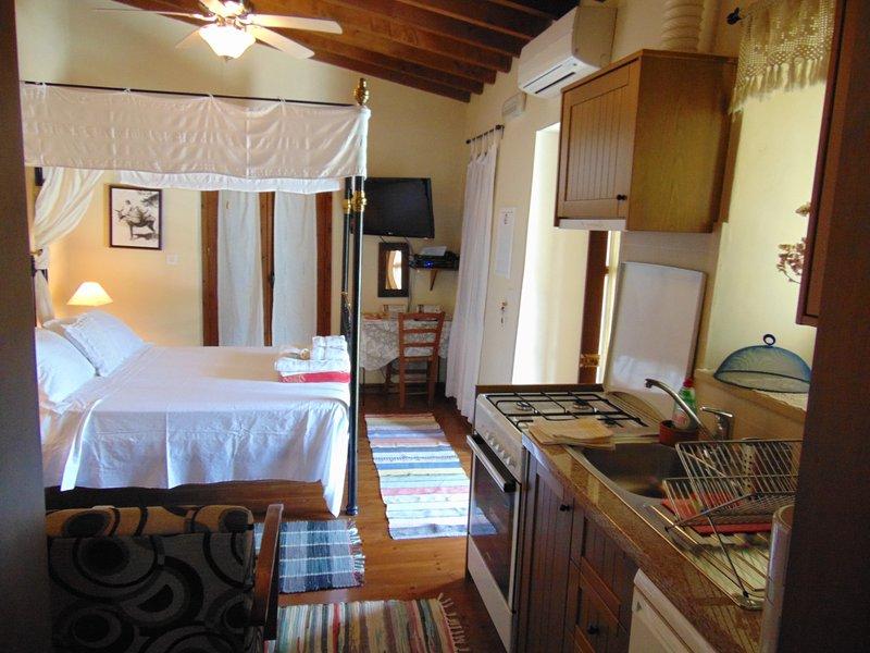 Charalambos Cottage-Superior Studio, alquiler vacacional en Zygi