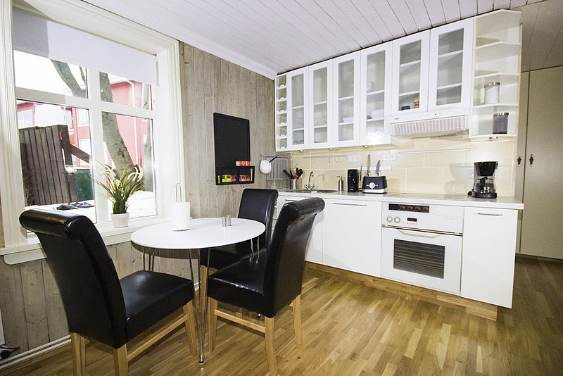 Great Location! 2 Bedroom Apt. City Center Reykjavík *1-5 Guests*, vacation rental in Seltjarnarnes