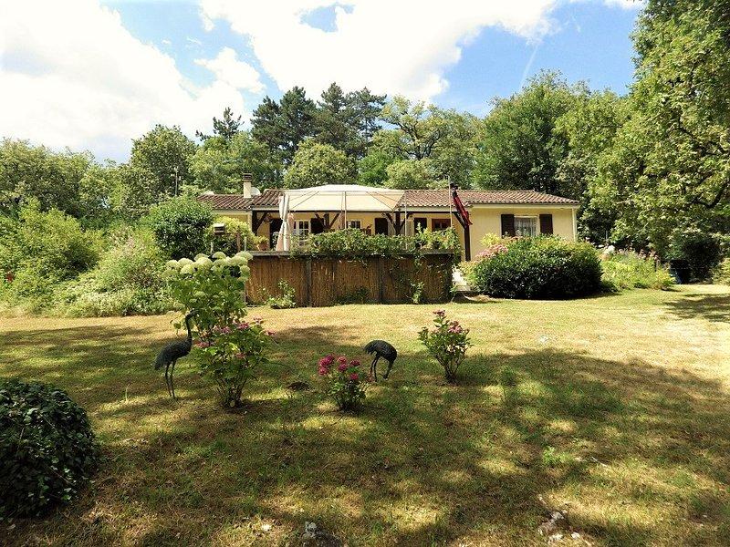 La Pierre Plantee located in a tranquil woodland setting., location de vacances à Lachapelle-Auzac