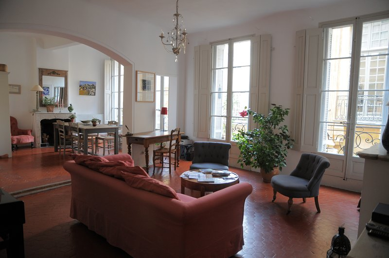 Stunning Apartment in Historical Center of AIX en PROVENCE, vacation rental in Aix-en-Provence
