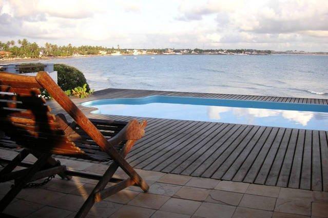 Real 270 degree panoramic view at poolside