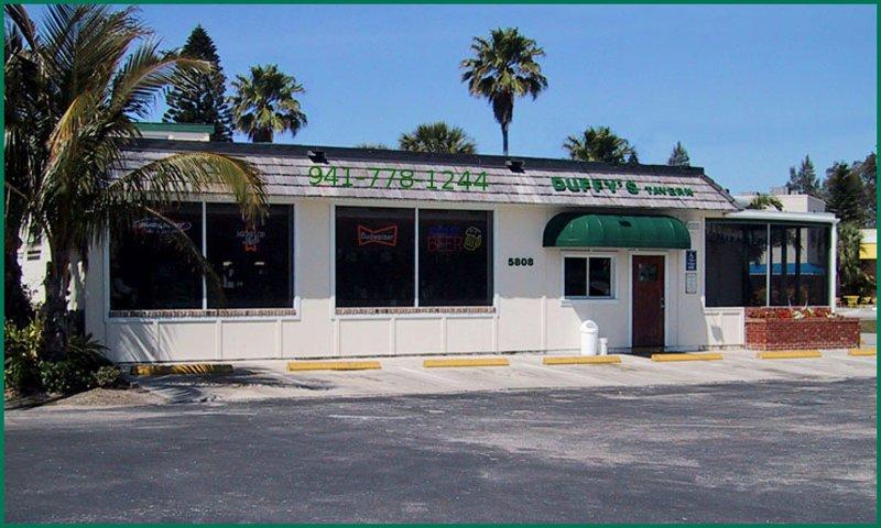 Tavern Duffy est un célèbre joint à seulement 2 pâtés de maisons de la maison burger du monde.