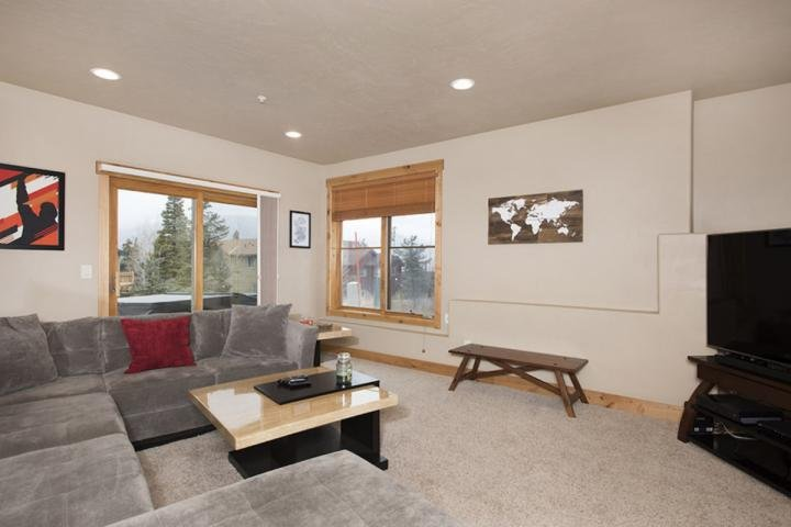 Bright And Cheery Lower Level Living Space With New Large Screen TV And Hot Tub On Patio