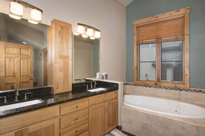 Beautiful EnSuite Master Bath With Jetted Tub