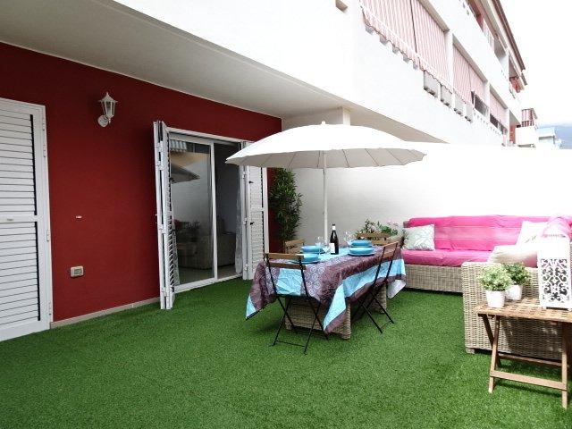 Very comfortable and cosy, sea front, pool, wifi, Puertito de Güimar, vacation rental in Puertito de Guimar