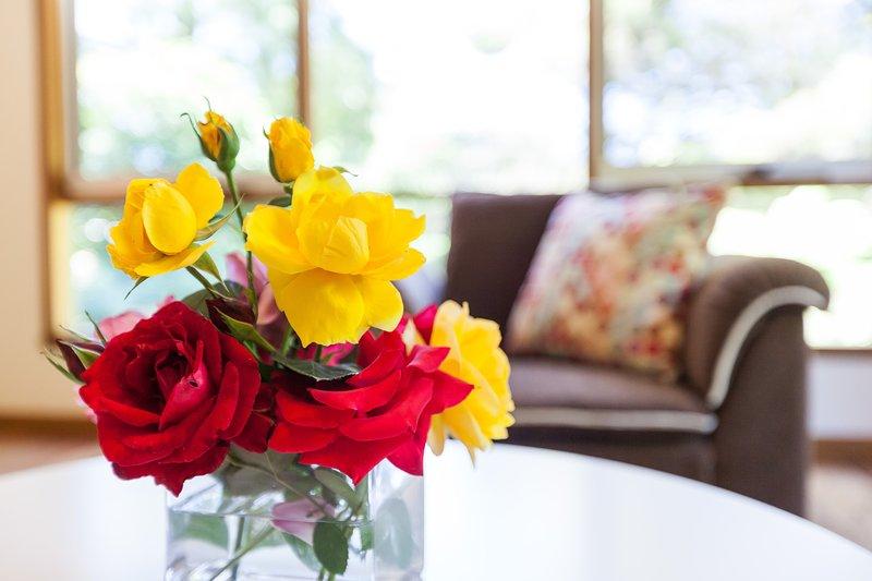 Roses dans tous les domaines de vie ajoutent de la couleur et le parfum.