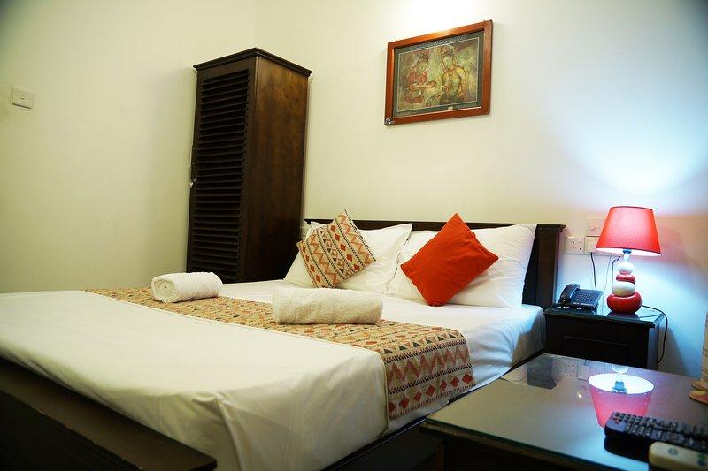 Moon Hills Hotel - DELUXE DOUBLE ROOM, holiday rental in Nugawela
