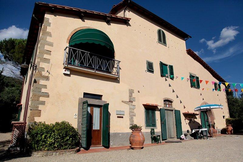 Villa Valentini - Independent farmhouse with pool and tennis court, location de vacances à Castelfranco Piandisco