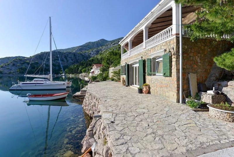Poratis - heart of Mediterranean A2, alquiler de vacaciones en Karlobag