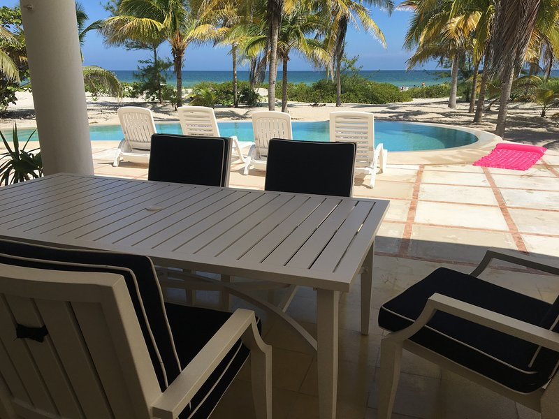 La gran propiedad privada frente a la playa con WIFI y AC