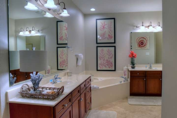 Master Bathroom with Two Vanities and Garden Tub