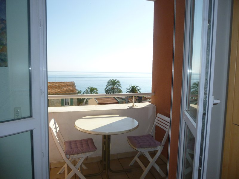 Charming 2 rooms 40 m2 balcony sea view and beaches