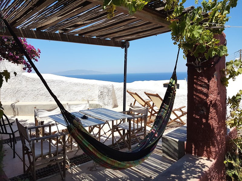 The Red Winehouse, holiday rental in Oia