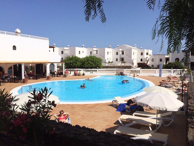 Swimming pool (max depth 80 cm)