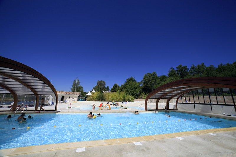 Location Vacances 6 personnes proche Montauban avec piscine, holiday rental in Puycelci