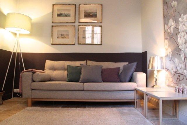 Le salon avec un espace repas.