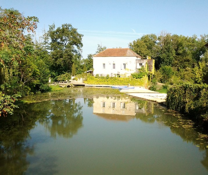 Le Moulin de Neuffons. Beautiful watermill with 3 double en suite bedrooms all with river views.