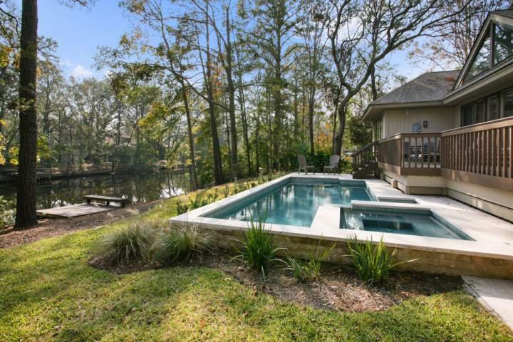 Comfortable Relaxing Home With New Pool Spa Set On The 11 Mile