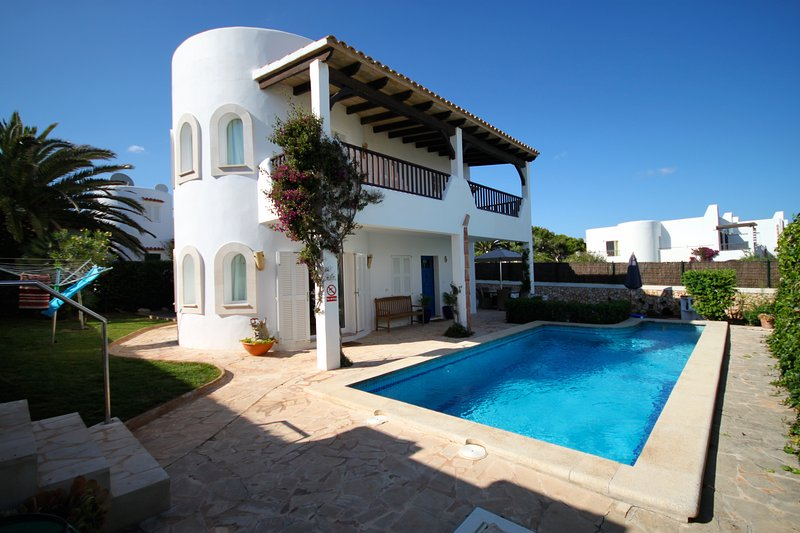 Casa De Mar - Beautiful 4 bed villa with fantastic sea views and private pool, location de vacances à Cala d'Or