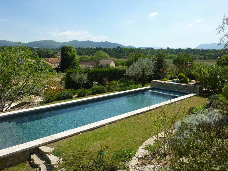 Mas provencal avec piscine chauffée, casa vacanza a Merindol-les-Oliviers