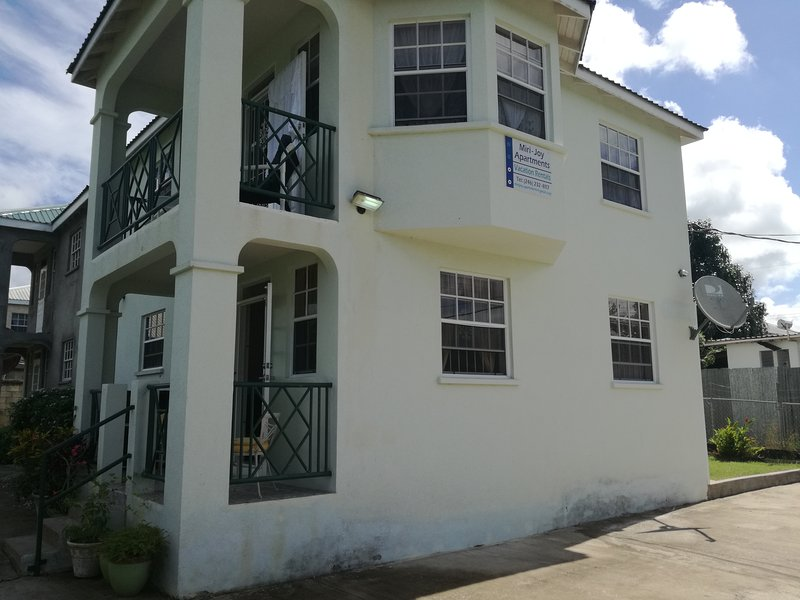 MJ Villas, serene ocean front Villa, location de vacances à Speightstown
