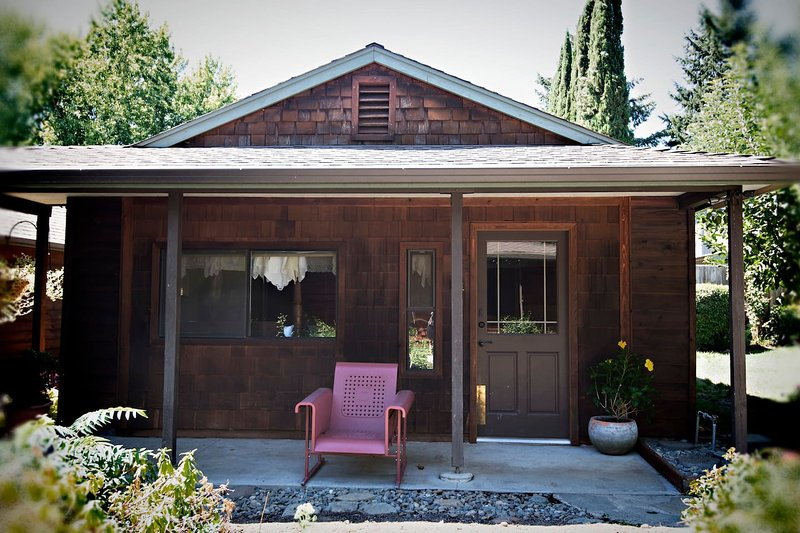 The Cottage at Dunmovin', holiday rental in Rogue River