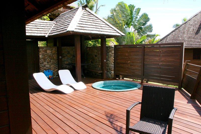 Superb villa above the lagoon of Moorea, Polynesia, vacation rental in Society Islands