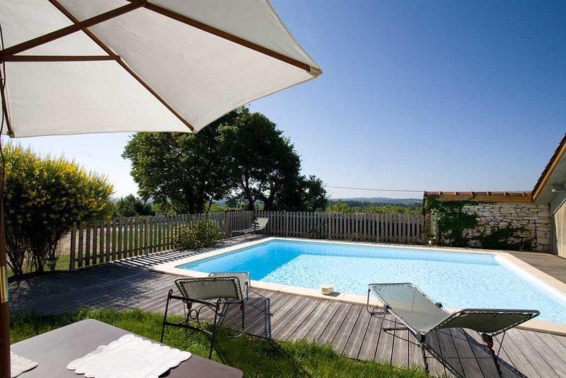 GRANGE DU MAS - LOVELY BARN CONVERSION WITH PRIVATE HEATED POOL AND GARDEN, holiday rental in Saint Pompon