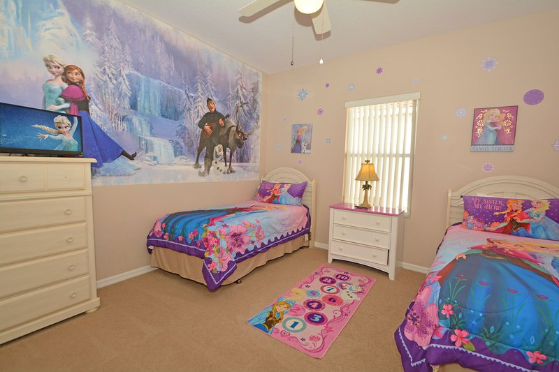 Bedroom 4 with Frozen theme