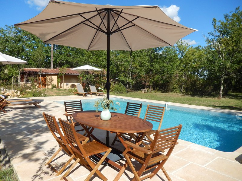 LA PIECE CARREE - LOVELY PROPERTY WITH SEPARATE STUDIO AND PRIVATE POOL, holiday rental in Saint Pompon