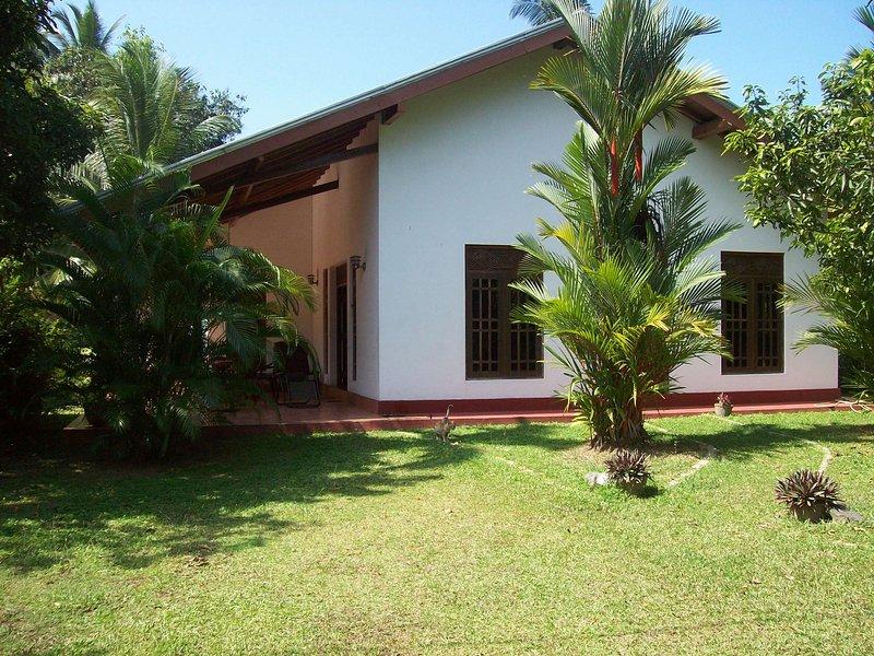 Schönes Haus, 120qm groß, mit tropischem Garten und 3 Schlafzimmer, Ferienwohnung in Moragalla