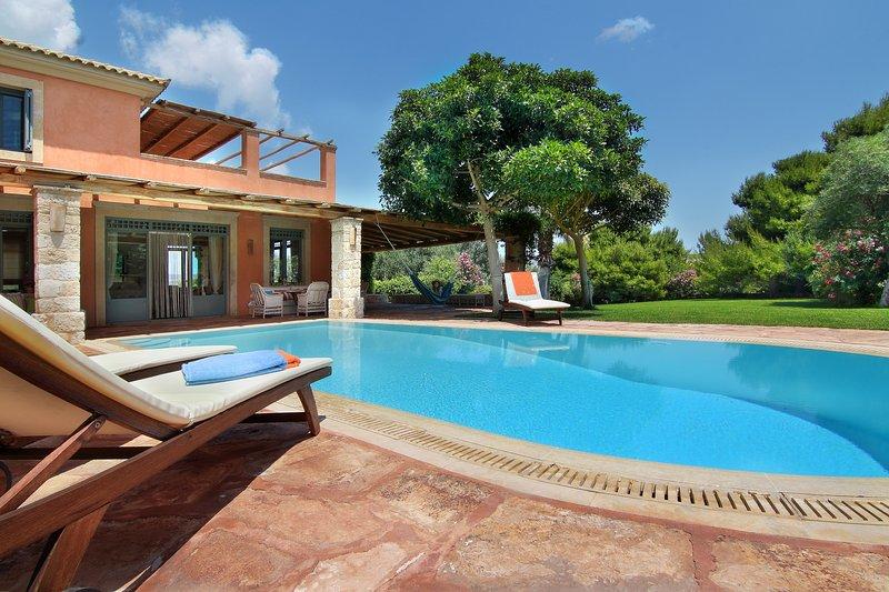 Vouliagmeni Villa with private pool, vacation rental in Varkiza