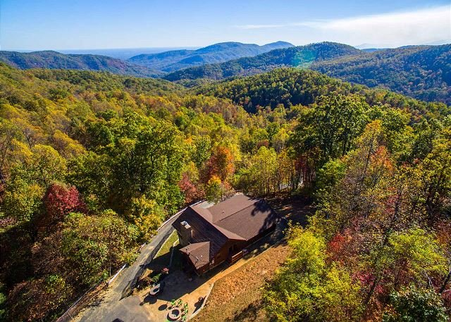 Dancing Bears Cabin | Breathtaking sunrise mountain views, vacation rental in Old Fort