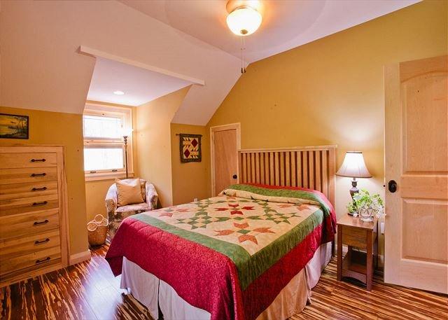 Seconda camera da letto al piano superiore w / queen
