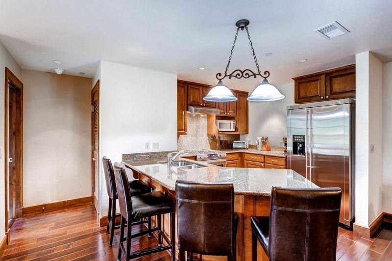 5_Ascent-304_kitchen.jpg