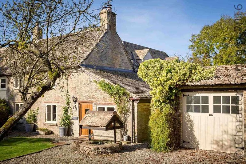Friesland Cottage is a lovely Cotswold stone cottage, dating back to the 1700s, holiday rental in Carterton