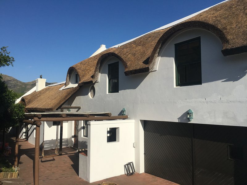 Beach House right next to the Beach, vacation rental in Noordhoek