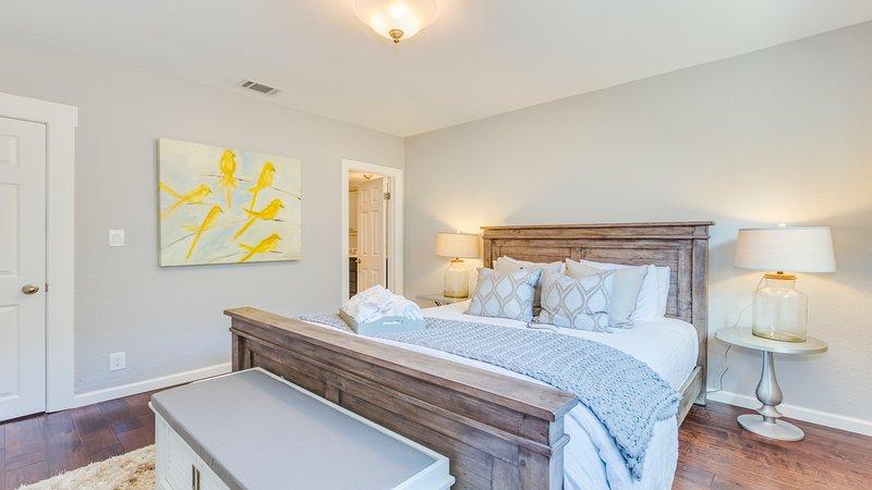 Bedroom 2: Queen bed.
