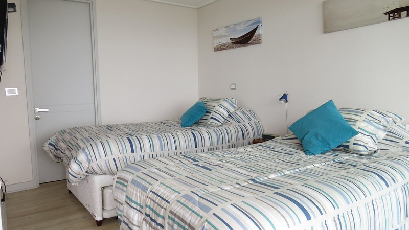 Second bedroom (with walk in closet, bathroom and sea view)