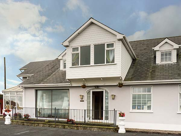 SEAVIEW HOUSE spacious detached house, en-suites, conservatory, WiFi, holiday rental in Lismore